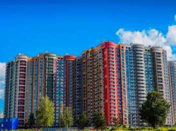 Разноцветные фасады корпусов